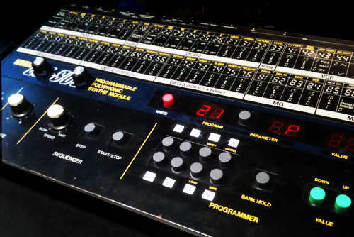 Korg EX-800 -napitus